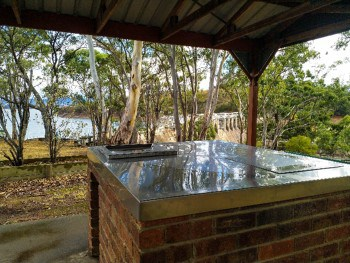 BBQ hot plate at Glnmaggie Weir wall reserve